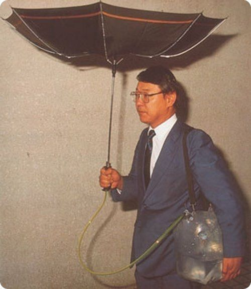 UMBRELLA WHICH COLLECTS WATER